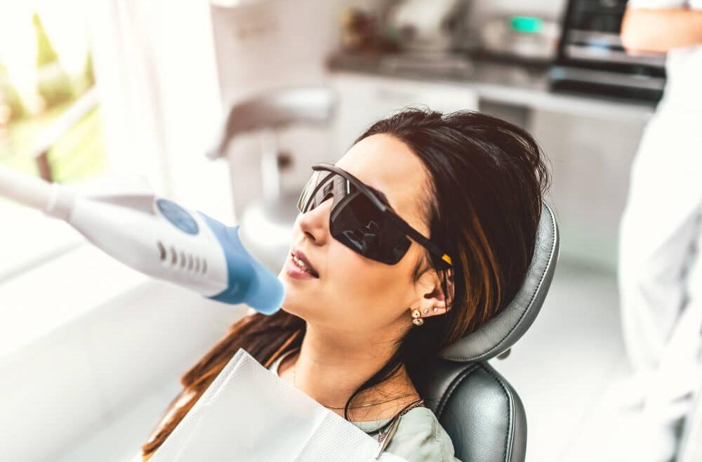 Wybielanie zębów laserem – skuteczność i bezpieczeństwo