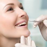 Jak utrzymać efekty leczenia ortodontycznego? Zalecenia po zdjęciu aparatu