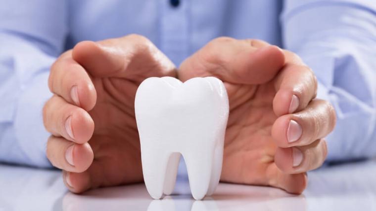 Periodontologia zębów – popularne mity na temat leczenia chorób przyzębia