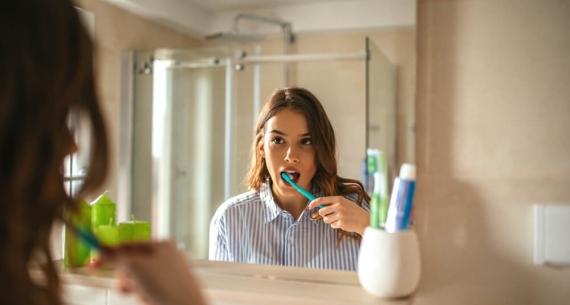 Zmiany na błonie śluzowej jamy ustnej – czy warto udać się do periodontologa?