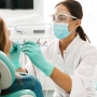 Zaciskanie zębów w nocy – dlaczego warto jak najszybciej udać się do stomatologa?